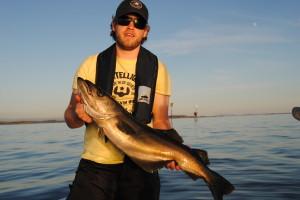 Sören mit seinem größten Fisch bisher, einen Pollack mit 5,5 kg und81 cm!
